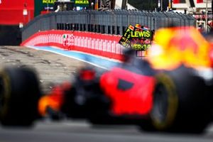 Pit board deployed for Max Verstappen, Red Bull Racing RB16B