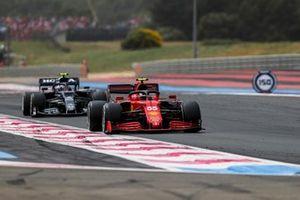Carlos Sainz, Ferrari SF21, Pierre Gasly, AlphaTauri AT02