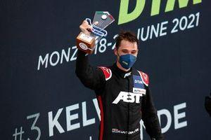 Podium: Race winner Kelvin van der Linde, Abt Sportsline