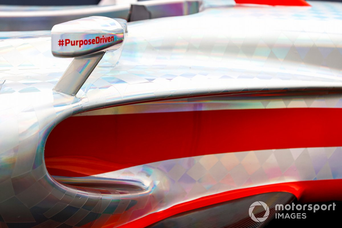 Detalle del la zona del espejo del coche de Fórmula 1 2022