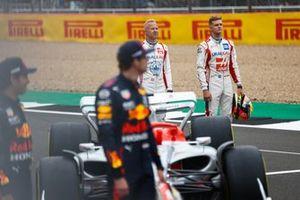 De Formule 1-coureurs bij de onthulling van de F1-auto van 2022