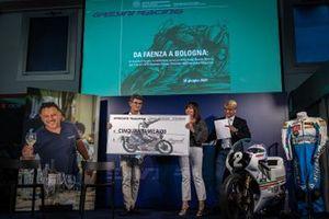 Il Dott.Nicola Cilloni con Nadia Padovani Gresini e Franco Bobbiese (presentatore)