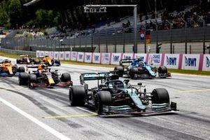 Lance Stroll, Aston Martin AMR21, Sergio Perez, Red Bull Racing RB16B, Esteban Ocon, Alpine A521, and Daniel Ricciardo, McLaren MCL35M