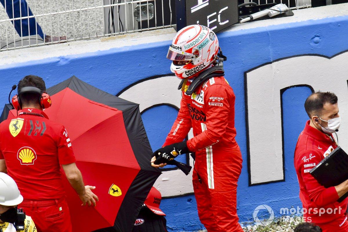 Charles Leclerc, Ferrari, en la parrilla