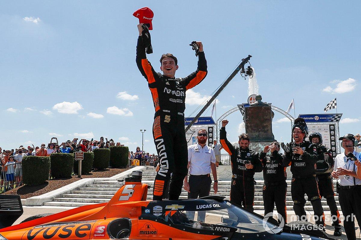 El ganador de la carrera Pato O'Ward, Arrow McLaren SP Chevrolet