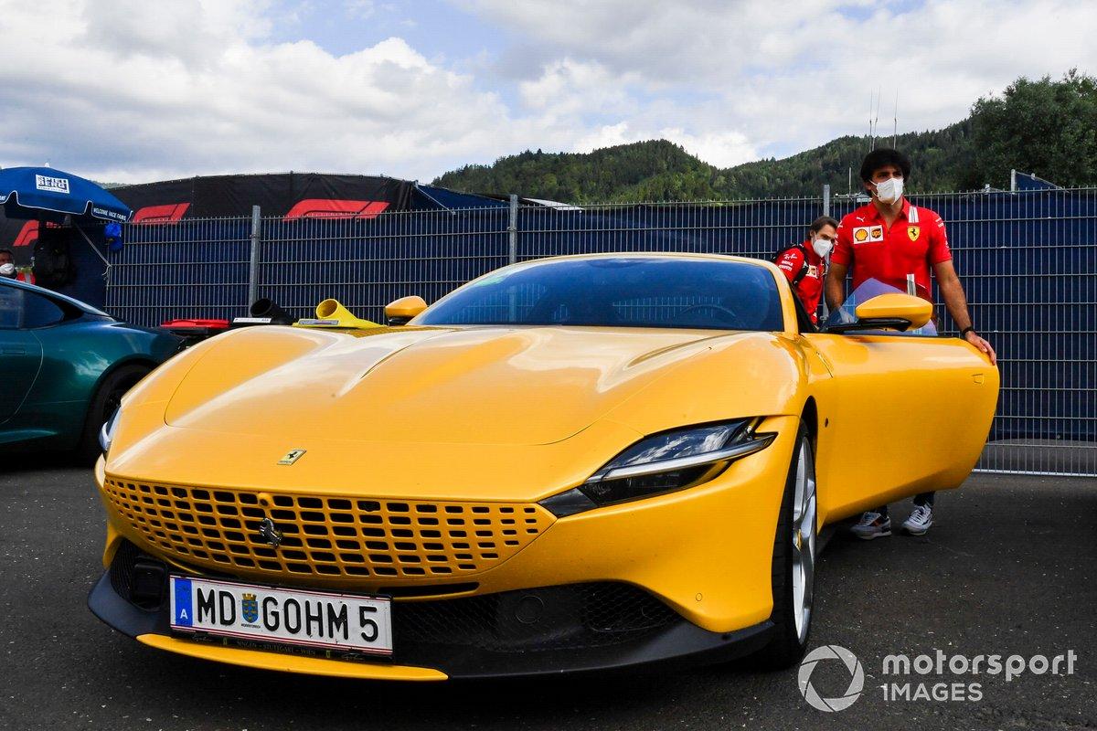 Carlos Sainz, Ferrari, llega al circuito