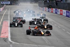 Max Verstappen, Red Bull Racing RB16B, Sergio Perez, Red Bull Racing RB16B, Lewis Hamilton, Mercedes W12, and the rest of the field