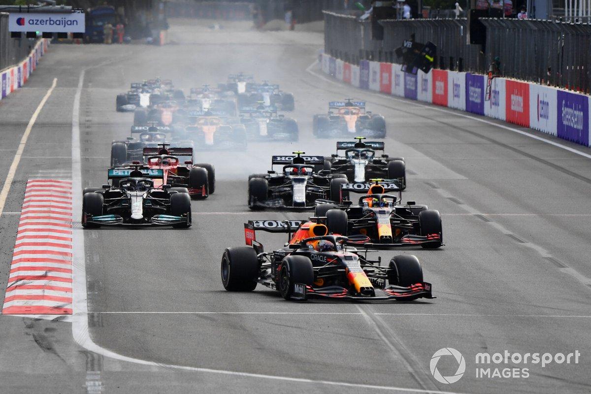 Max Verstappen, Red Bull Racing RB16B, Sergio Perez, Red Bull Racing RB16B, Lewis Hamilton, Mercedes W12