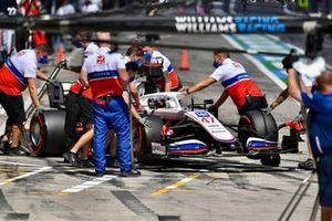 Mechanics return Mick Schumacher, Haas VF-21, to the garage