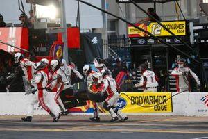 Ryan Blaney, Team Penske, Ford Mustang BodyArmor EDGE pit stop