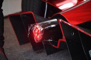 Daños en la parte trasera del coche de Sergio Sette Camara, Dragon Penske Autosport, Penske EV-5