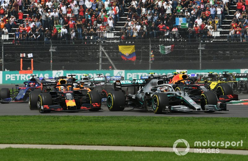 Lewis Hamilton, Mercedes AMG F1 W10, leads Max Verstappen, Red Bull Racing RB15, Alexander Albon, Red Bull RB15, Carlos Sainz Jr., McLaren MCL34, Lando Norris, McLaren MCL34, and the remainder of the field at the start