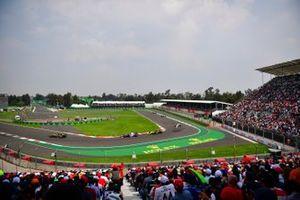 Daniel Ricciardo, Renault R.S.19, leads Pierre Gasly, Toro Rosso STR14, and Nico Hulkenberg, Renault R.S. 19
