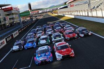 Групповое фото машин DTM и Super GT