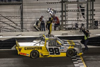 Grant Enfinger, ThorSport Racing, Ford F-150 Champion/ Curb Records collects the checkered flag