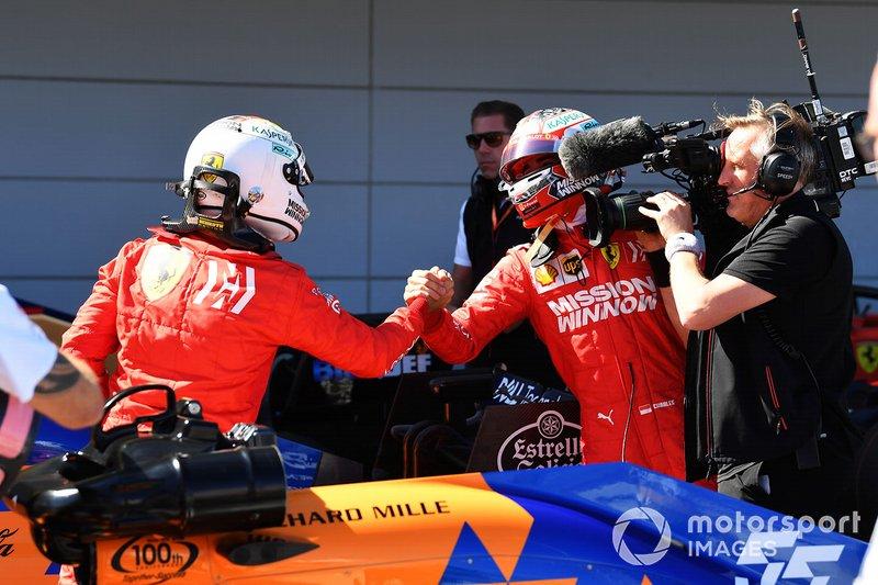 Charles Leclerc, Ferrari, si congratula con Sebastian Vettel, Ferrari, per aver conquistato la pole
