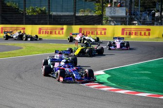 Pierre Gasly, Toro Rosso STR14, leads Lance Stroll, Racing Point RP19, Nico Hulkenberg, Renault F1 Team R.S. 19, Sergio Perez, Racing Point RP19, Antonio Giovinazzi, Alfa Romeo Racing C38, and Kevin Magnussen, Haas F1 Team VF-19