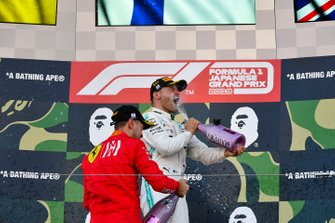 Podio: segundo lugar Sebastian Vettel, Ferrari, y el ganador de la carrera Valtteri Bottas, Mercedes AMG F1