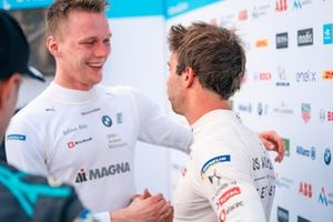 Race winner Maximilian Günther, BMW I Andretti Motorsports chats with Antonio Felix da Costa, DS Techeetah, 2nd position, after the race