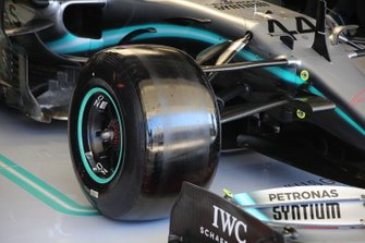 Mercedes AMG F1 W10, voorwielophanging