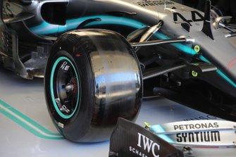 Mercedes AMG F1 W10, suspensión delantera