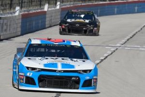 Даррел Уоллес-младший, Richard Petty Motorsports, Chevrolet Camaro и Дэниел Хемрич, Richard Childress Racing, Chevrolet Camaro