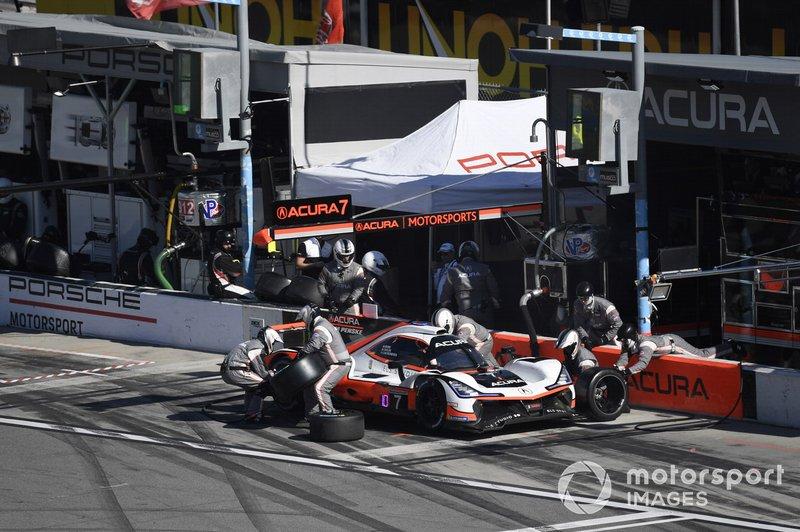 #7 Acura Team Penske Acura DPi, DPi: Helio Castroneves, Ricky Taylor, Alexander Rossi pit stop