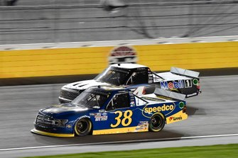 Todd Gilliland, Front Row Motorsports, Ford F-150 Black's Tire, Raphael Lessard, Kyle Busch Motorsports, Toyota Tundra Mobil 1