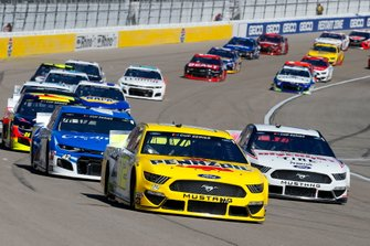 Joey Logano, Team Penske, Ford Mustang Pennzoil, Brad Keselowski, Team Penske, Ford Mustang Discount Tire, Kyle Larson, Chip Ganassi Racing, Chevrolet Camaro Credit One Bank