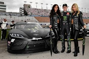 Riley Herbst, Joe Gibbs Racing, Toyota Supra y las chicas moster