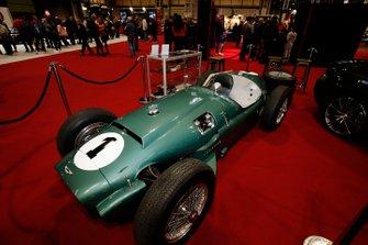سيارة أستون مارتن