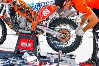 #69 KTM: Florent Vayssade