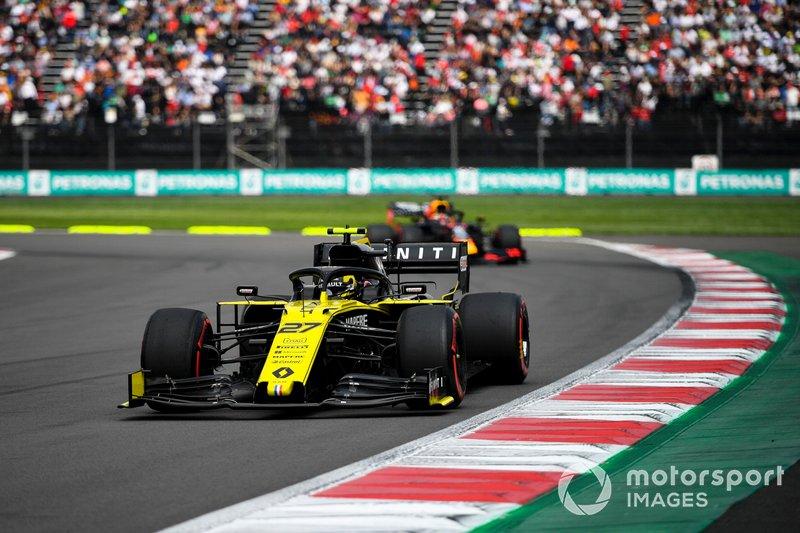 Nico Hulkenberg, Renault R.S. 19 y Max Verstappen, Red Bull Racing RB15