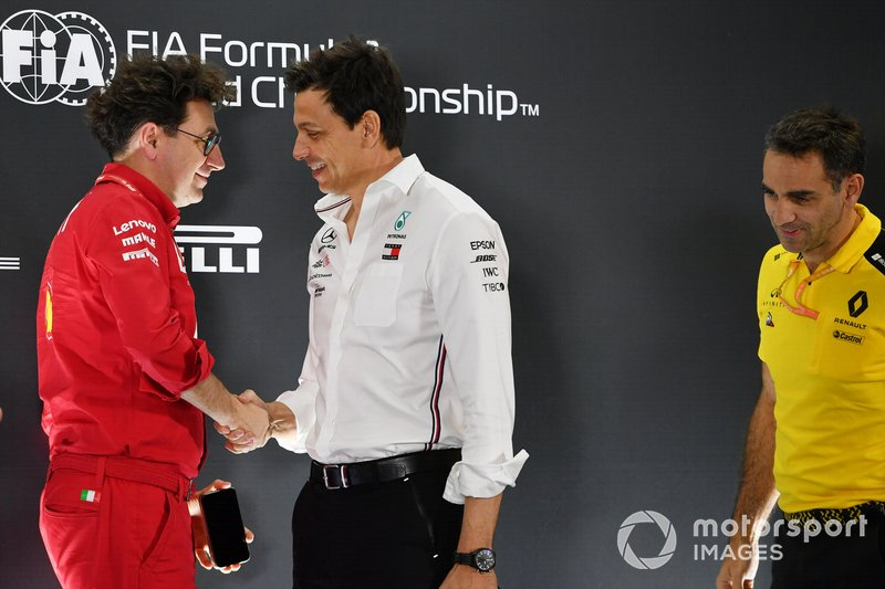 Mattia Binotto, director Ferrari, Toto Wolff, director ejecutivo (Business) de Mercedes AMG, y Cyril Abiteboul, director general del equipo Renault F1.