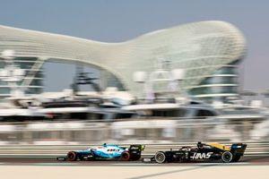Robert Kubica, Williams FW42, leads Romain Grosjean, Haas F1 Team VF-19