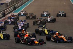 Alexander Albon, Red Bull RB15, leads Lando Norris, McLaren MCL34, Carlos Sainz Jr., McLaren MCL34, Daniel Ricciardo, Renault F1 Team R.S.19 and the rest of the pack