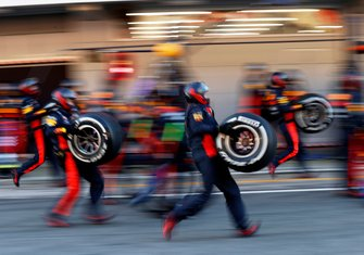 Alex Albon, Red Bull Racing RB16 during a pit stop