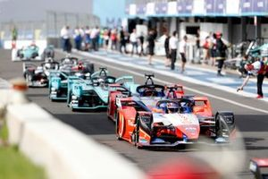 Паскаль Верляйн и Жером д'Амброзио, Mahindra Racing, Mahindra M6Electro, Джеймс Каладо и Митч Эванс, Jaguar Racing, Jaguar I-Type 4