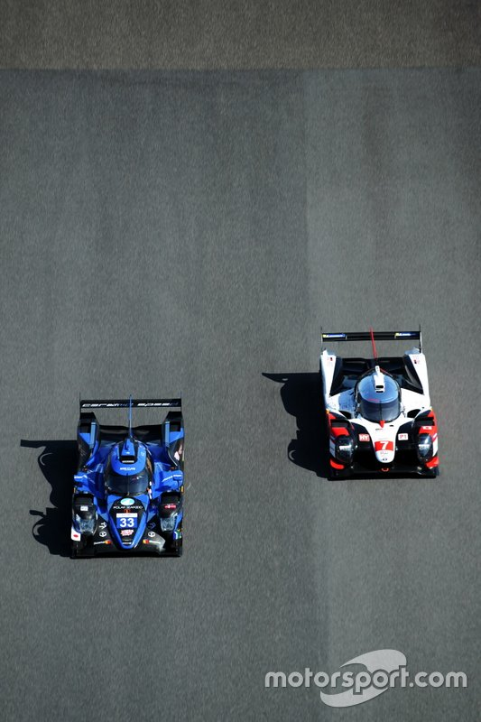 #33 High Class Racing Oreca 07 - Gibson: Mark Patterson, Kenta Yamashita, Anders Fjordbach, #7 Toyota Gazoo Racing Toyota TS050 - Hybrid: Mike Conway, Kamui Kobayashi, Jose Maria Lopez