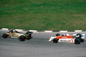 Йохен Масс, Arrows A3, и Ален Прост, McLaren M29B