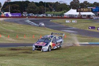 Вылет с трассы: Шейн ван Гисберген и Гарт Тандер, Triple Eight Race Engineering, Holden ZB Commodore