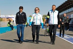 Alexander Sims, BMW I Andretti Motorsports on the track walk with his team