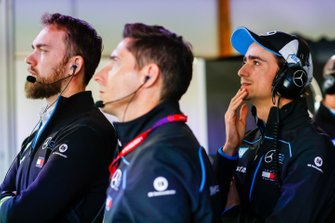 Esteban Gutierrez, Reserve, Development Driver, Mercedes Benz EQ in garage con il team