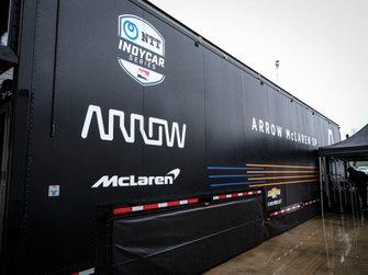Arrow McLaren SP Chevrolet transporter