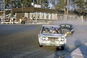 Bjorn Waldegaard, Hans Thorszelius, Fiat 131 Abarth leads Stig Blomqvist, Bjorn Cederberg, SAAB 99 Turbo