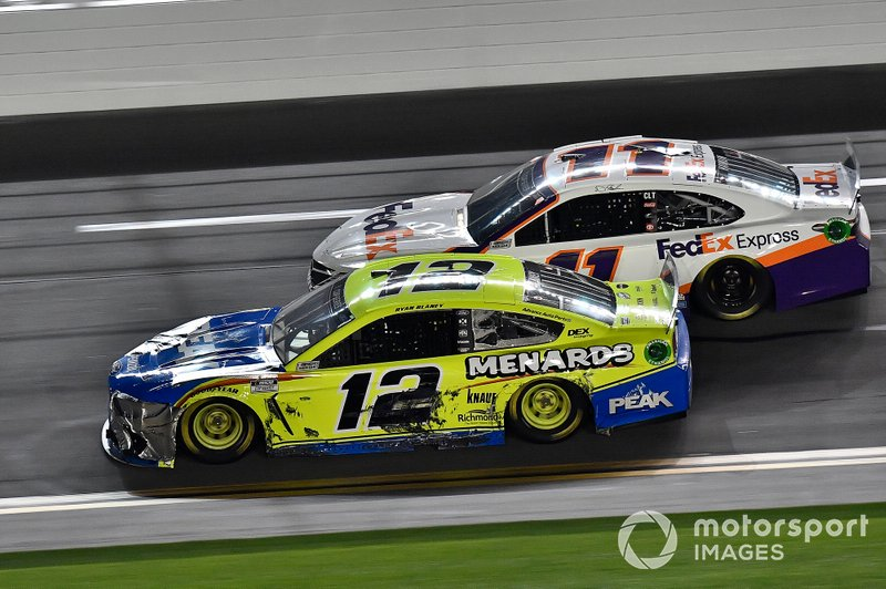 Ryan Blaney, Team Penske, Ford Mustang Menards / Peak, Denny Hamlin, Joe Gibbs Racing, Toyota Camry FedEx Express