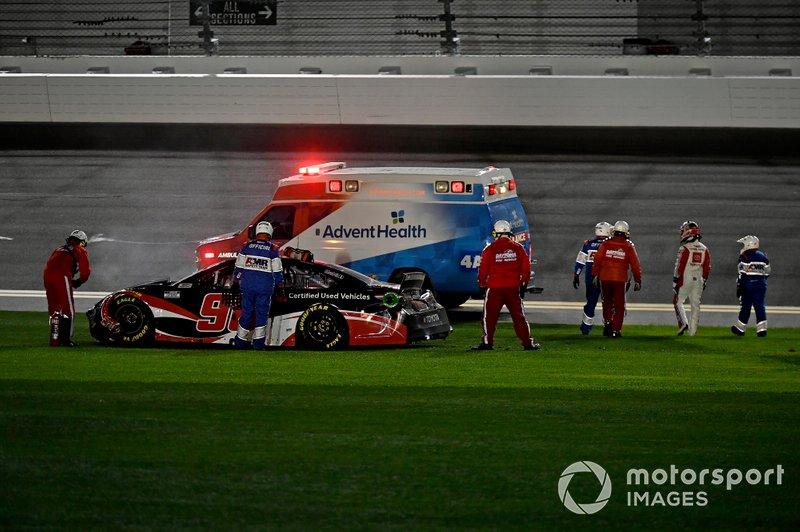 Crash: Daniel Suarez, Gaunt Brothers Racing, Toyota Camry Toyota Certified Used Vehicles