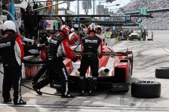 #31 Whelen Engineering Racing Cadillac DPi, DPi: Filipe Albuquerque, Pipo Derani, Mike Conway, Felipe Nasr, pit stop