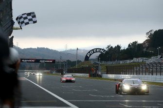 Race winner Narain Karthikeyan, Nakajima Racing Honda NSX-GT