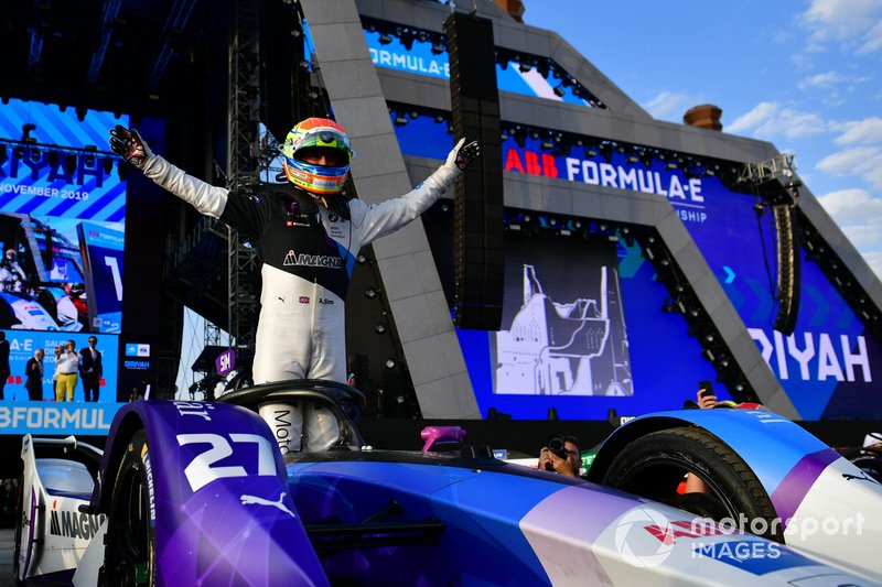 Alexander Sims, BMW I Andretti Motorsports, celebrates in Parc Ferme